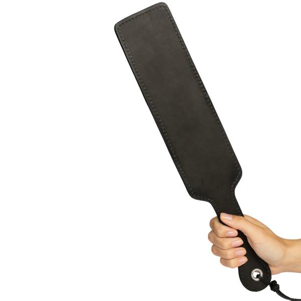 Spartacus Frat Paddle Original Nahkainen Läimäytin tuote kädessä 50