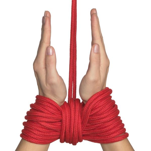 Baseks Punainen Bondage-köysi 10 m tuote kädessä 50