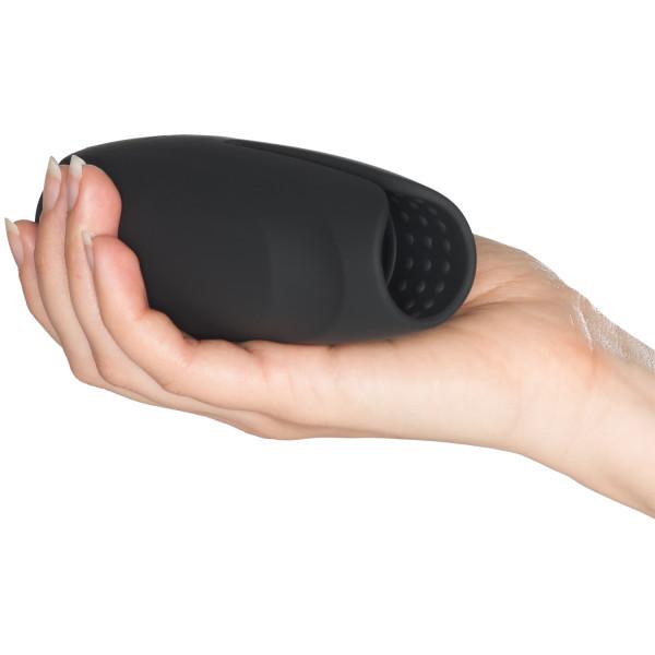 Mr. Membr Intense Texture Penisvibraattori Kuva tuotteesta kädessä 50