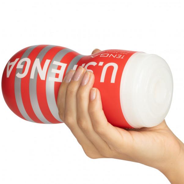 TENGA Ultra Size Deep Throat Cup Masturbaattori tuote kädessä 50
